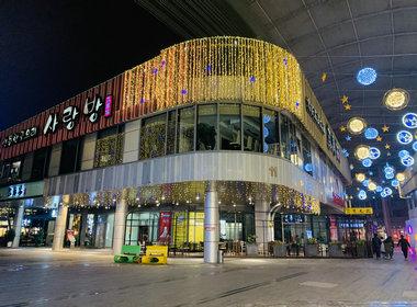 园区最繁华CBD中心地段盈利1200平方餐饮店转让